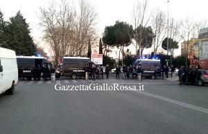 La Polizia disposta a Ponte Duca d'Aosta