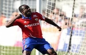 Seydou Doumbia esulta dopo aver segnato nel derby con la Lokomotiv