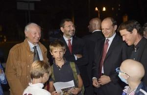 Piero Angela, Ignazio Marino, Baldissoni e Garcia con i bambini