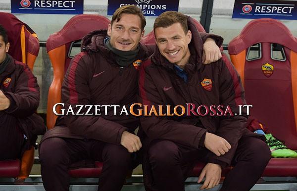 Roma in treno verso Milano, Totti scherza con Dzeko