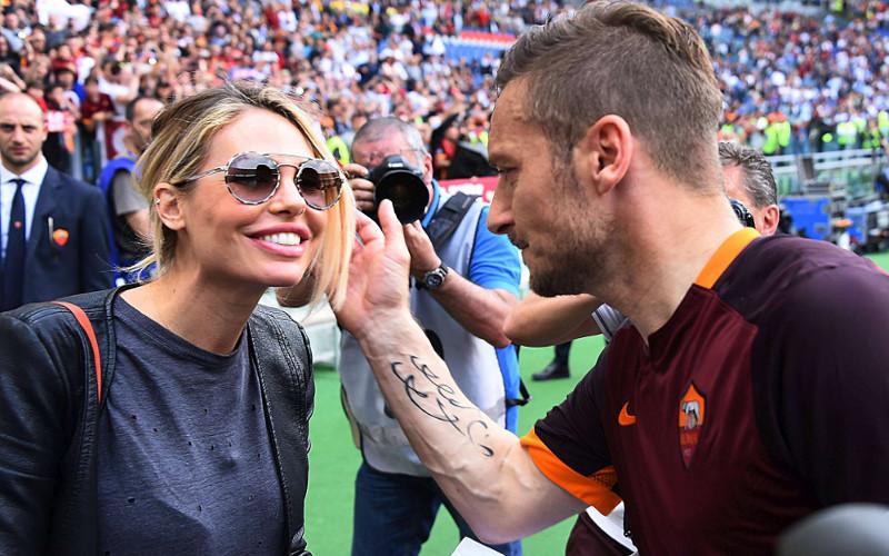 Totti a Edicola Fiore, Roma-Lazio? 2-0
