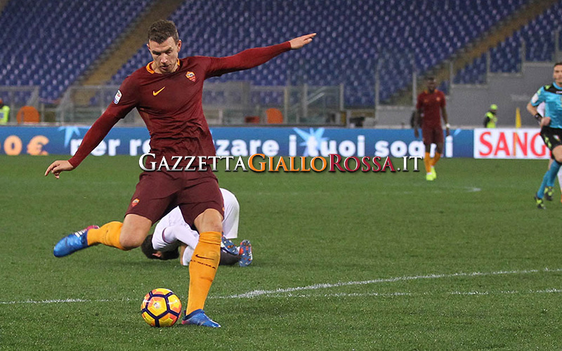 È pallida la Fiorentina travolta dalla Roma