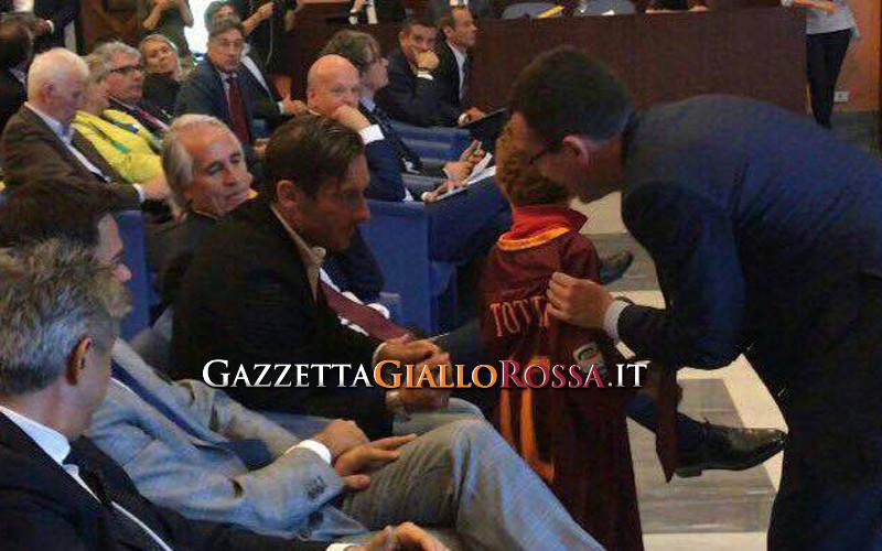 La consegna del Diploma Honoris causa a Totti