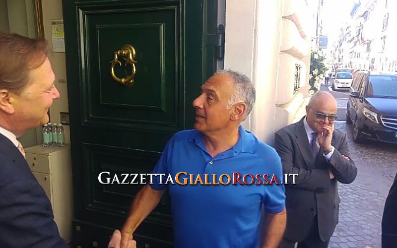Trudeau all'Olimpico, foto con maglia numero 10 di Totti