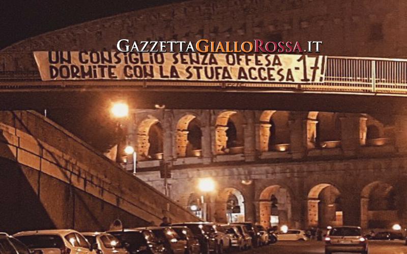 Roma, striscione in risposta ai laziali al Colosseo