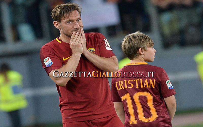 Addio alla Roma, evviva il Capitano-papà che non ha paura di piangere
