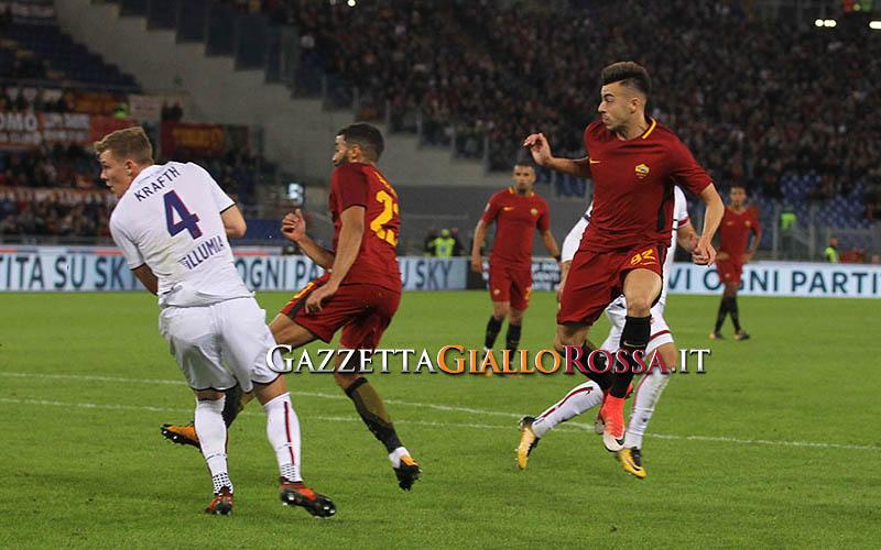 Perotti palpeggia El Shaarawy, la strana esultanza durante Roma-Chelsea