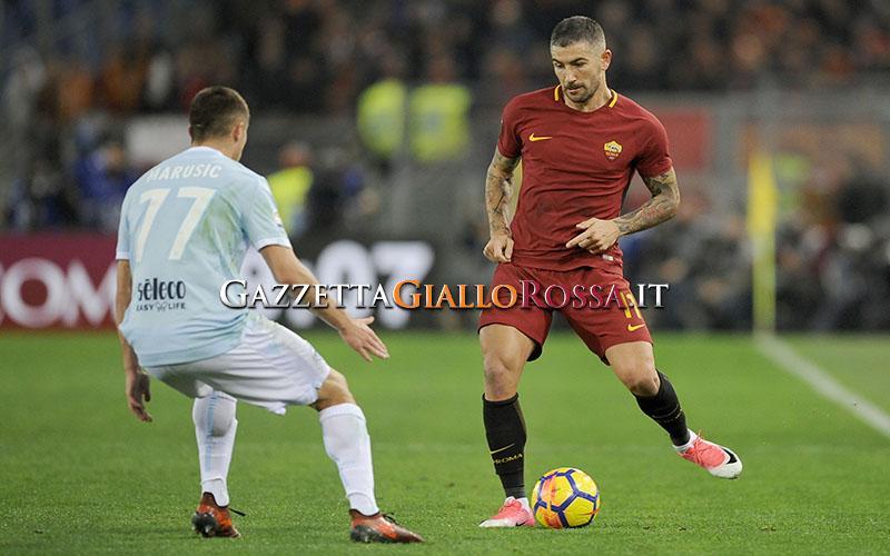 Derby Lazio-Roma, dalle curve ai social: via alla partita degli sfottò