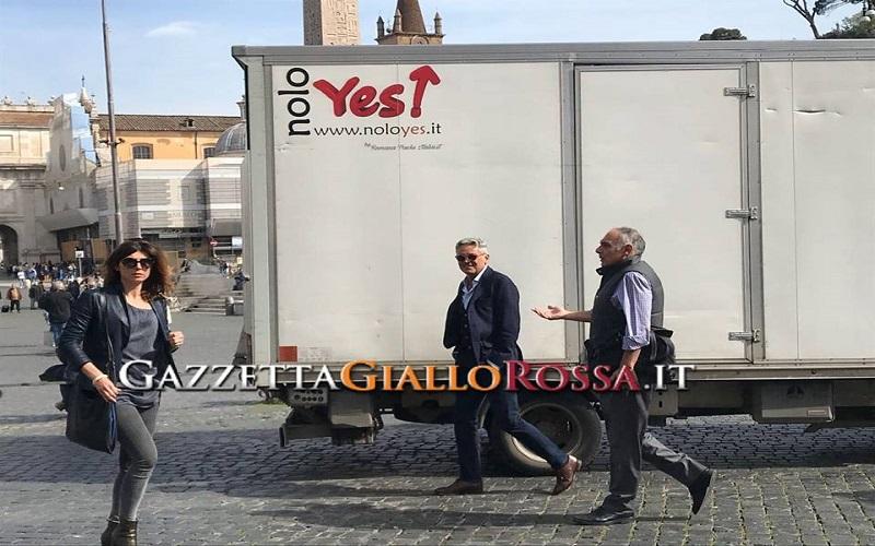 Il bagno nella fontana costa caro a Pallotta: multa da 500 euro